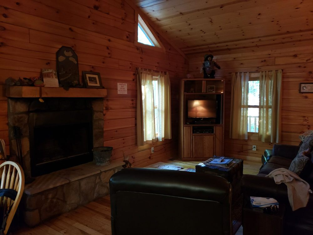 Cabins by the Caves: 16680 Collison Rd, Logan, OH