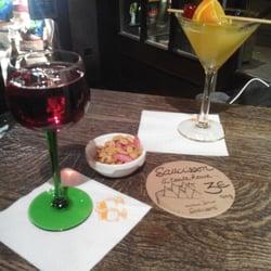 Les Berthom - Strasbourg, France. Un kir, un cocktail, des cacahuètes : la vie.