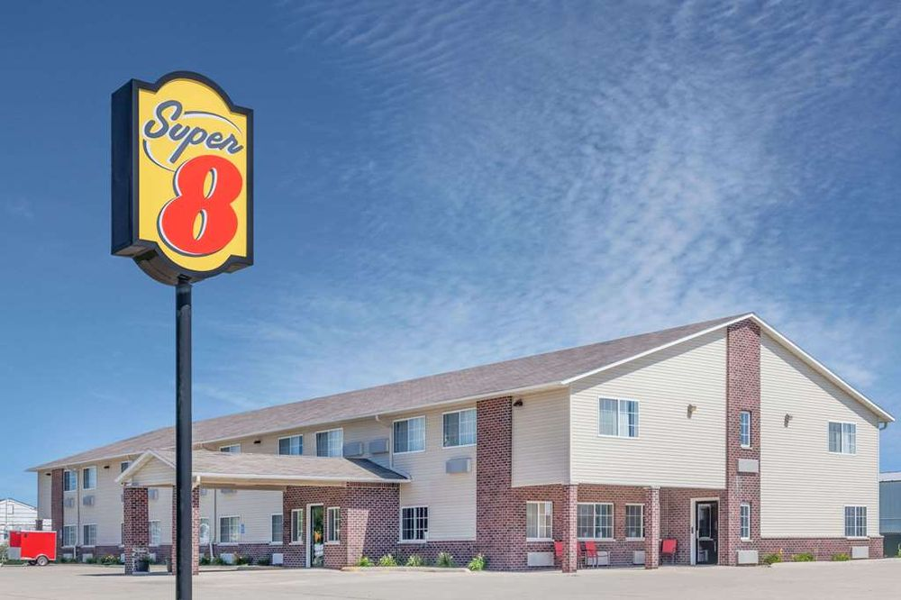 Super 8 by Wyndham Forest City: 1215 Highway 69 South, Forest City, IA