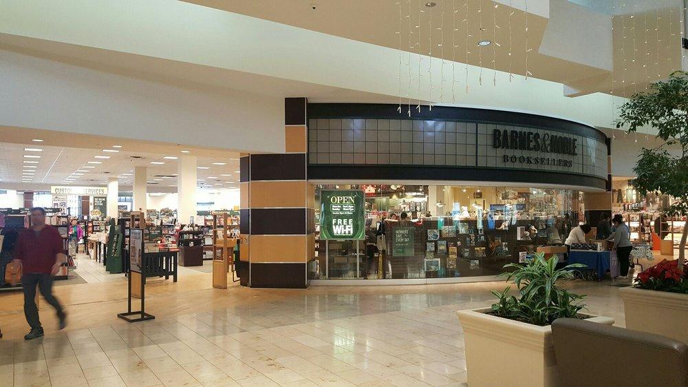 Barnes & Noble Booksellers: 5132 W Saginaw Hwy, Lansing, MI