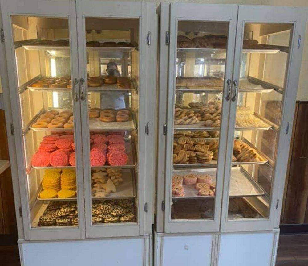 Saavedra Bakery: 133 E Tulare St, Dinuba, CA