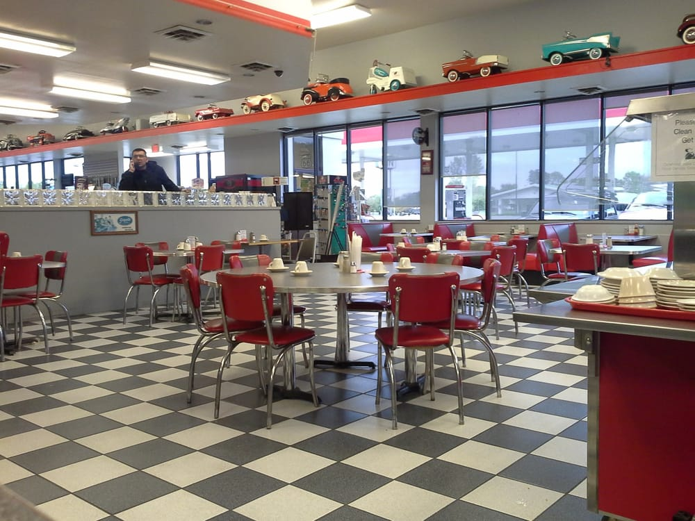Fig Tree Diner: 2412 E Cherokee Ave, Sallisaw, OK