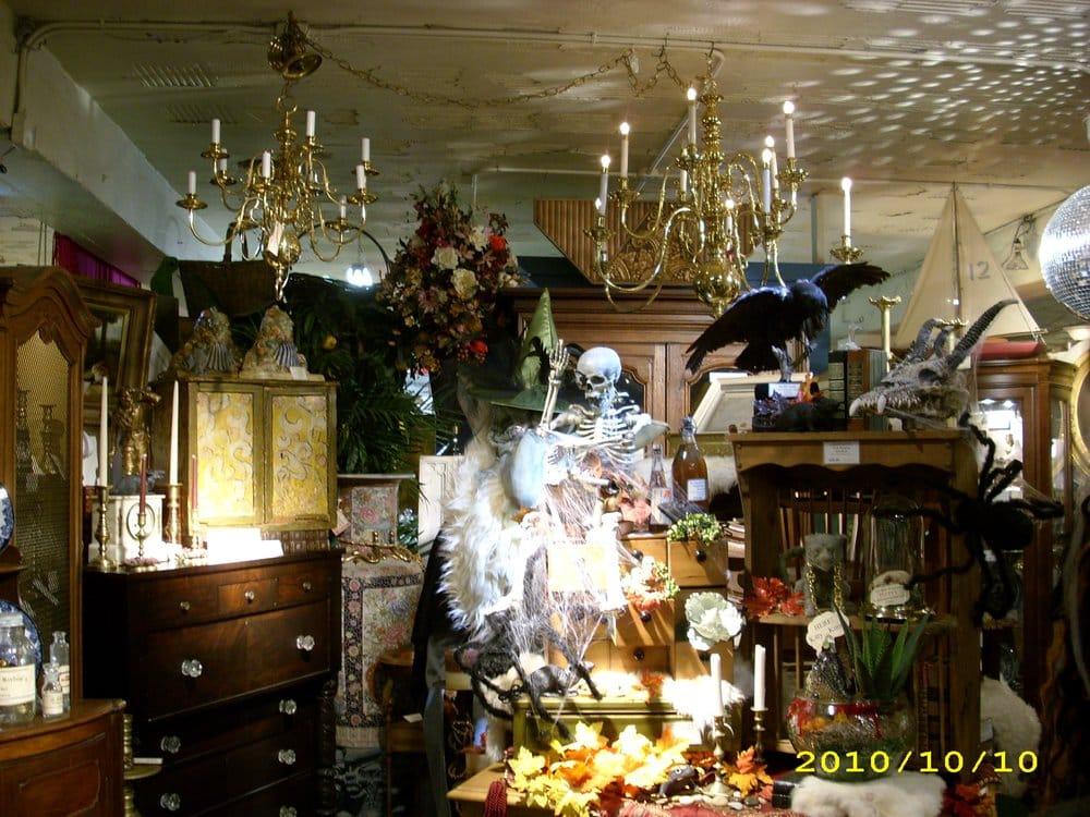 Alton Antique Center: 401 E Broadway, Alton, IL