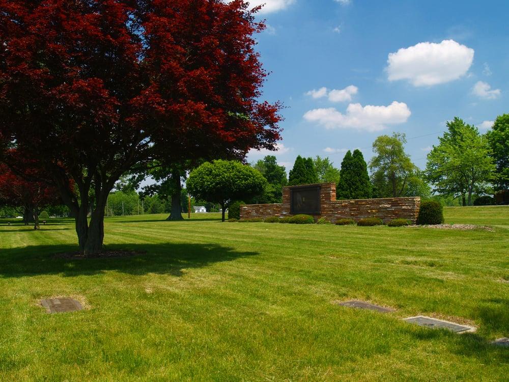 Garden of Memory-Muncie Cemetery: 10703 N State Rd 3, Muncie, IN