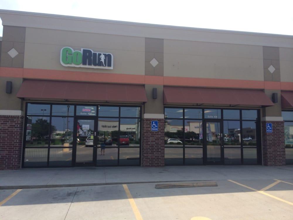 Fleet Feet: 2556 N Maize Rd, Wichita, KS