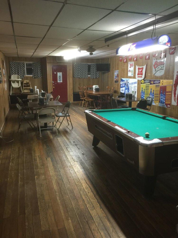 TJ's Bar & Grill: 123 E Traer St, Greene, IA
