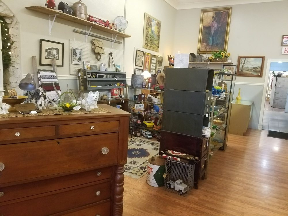 Parlor Antiques: 119 Broadway Ave N, Buhl, ID