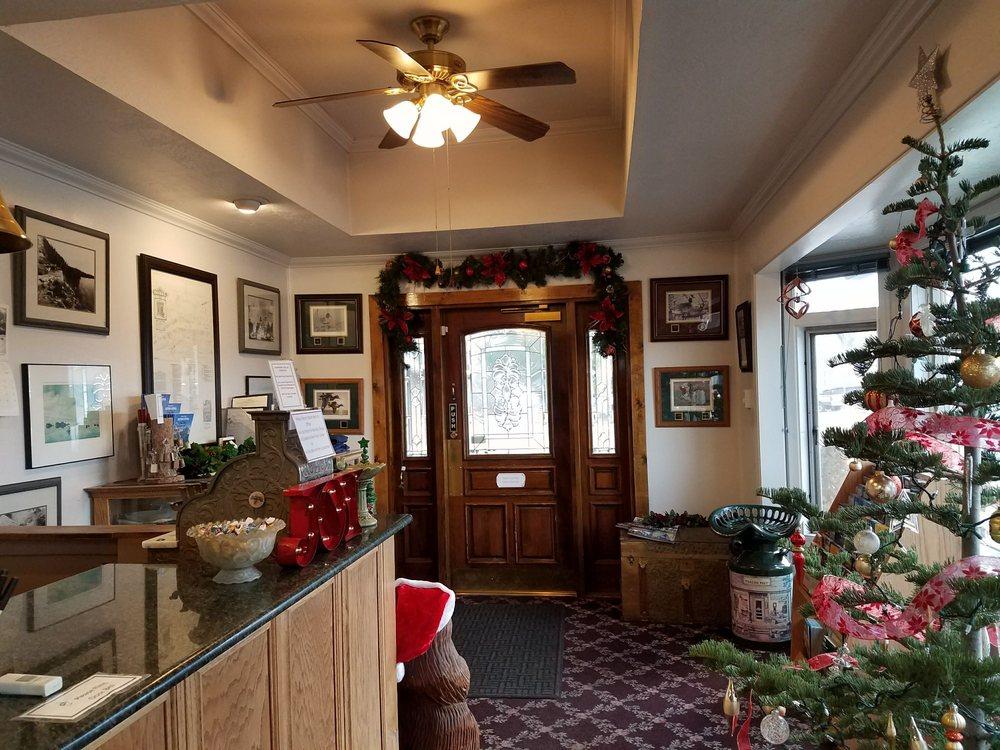 Walker River Lodge: 100 Main St, Bridgeport, CA