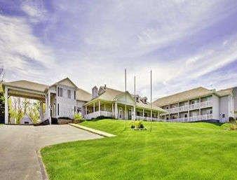 Days Inn by Wyndham Petoskey: 909 Spring St, Petoskey, MI