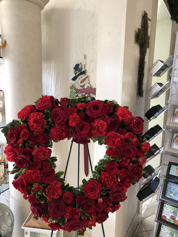 House Of Ivy Floral & Gifts: 2507 Main St, Elwood, IN