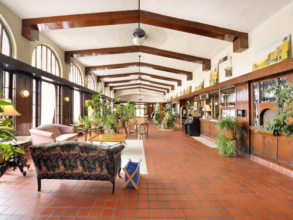 Historic El Fidel Hotel: 500 Douglas Ave, Las Vegas, NM