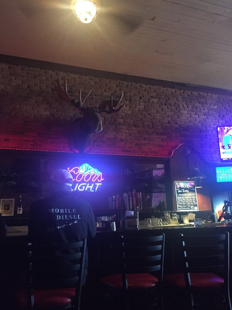 Lamplighter Cafe and Lounge: 126 SE Locust St, Oakland, OR