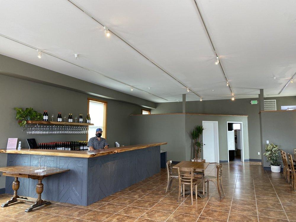 Beauregard Vineyards' Wine Bar: 450 CA-1, Davenport, CA