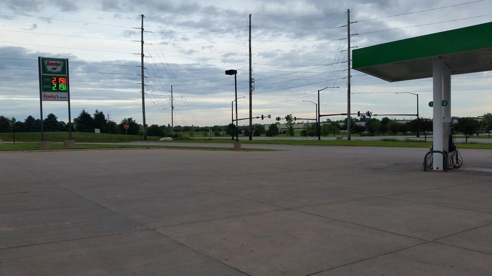 Sparky's One Stop: 402 E 6th St, Carroll, IA