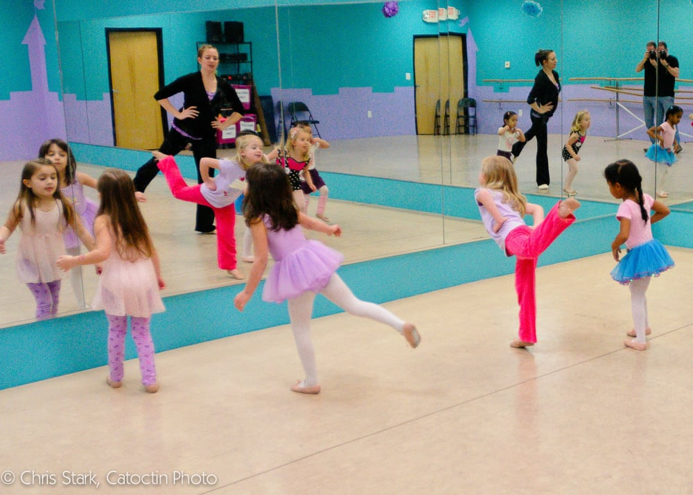 Studio Bleu Dance Center: 20660 Ashburn Rd, Ashburn, VA