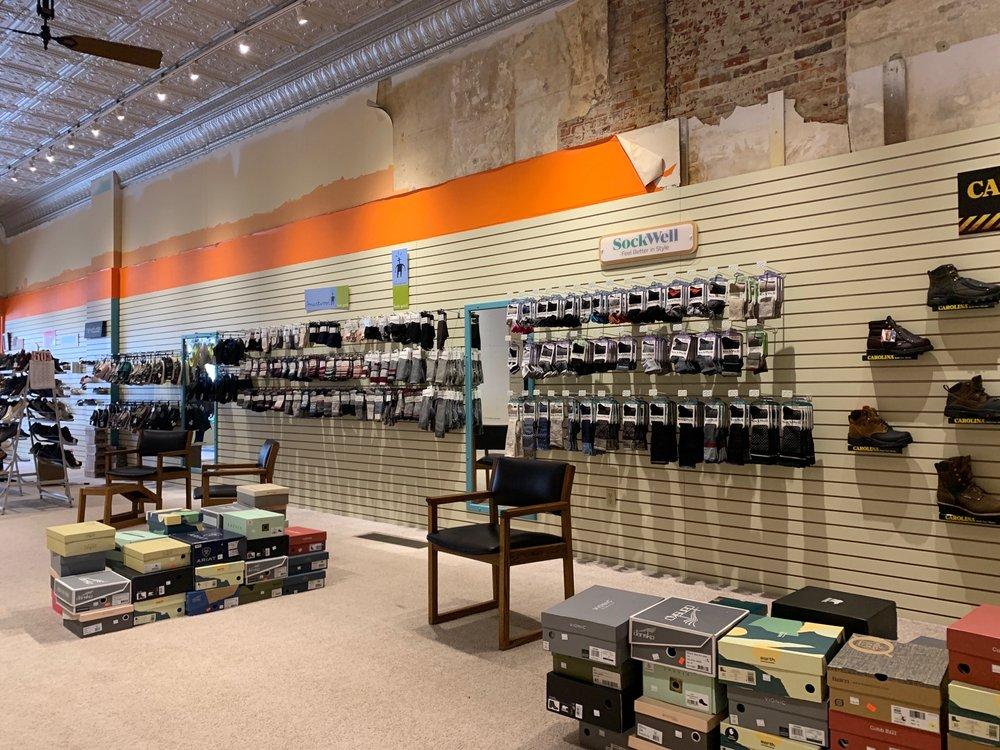 Thompson Shoes: 109 E Main St, Manchester, IA