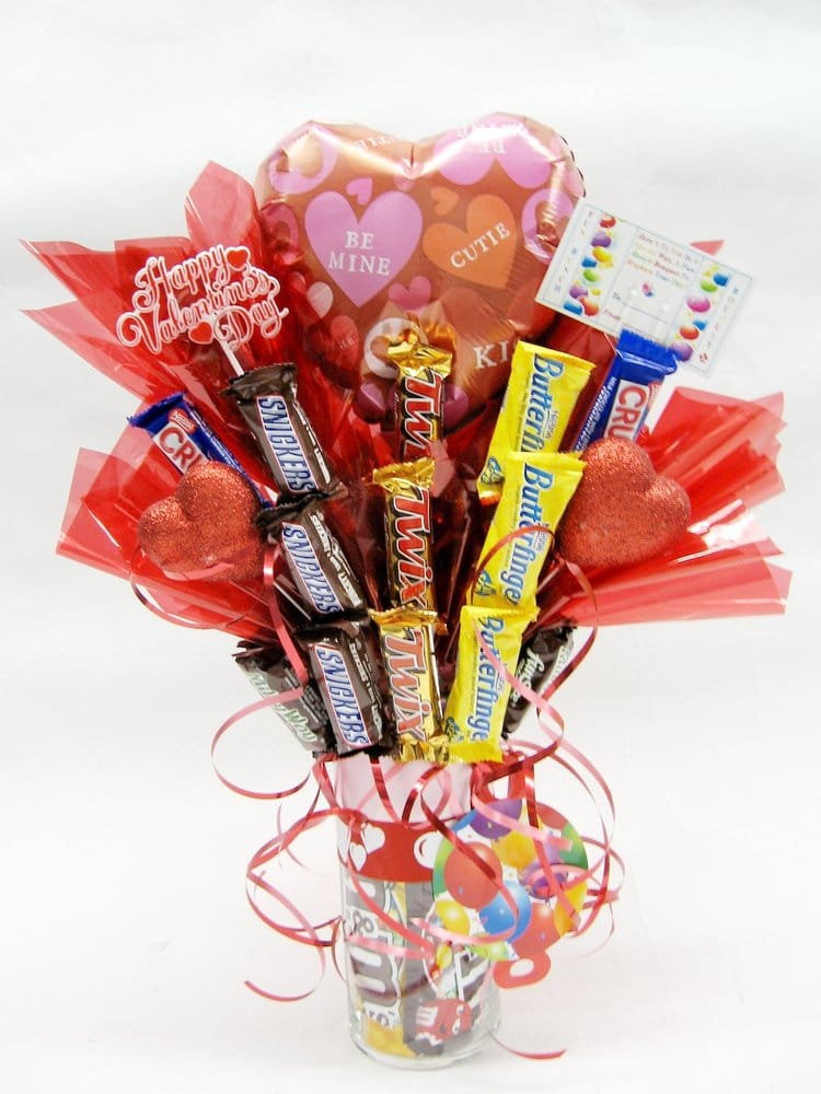 Fun Bunch 1 Balloon & Assorted Candy Bars Bouquet (Valentine\'s Day ...