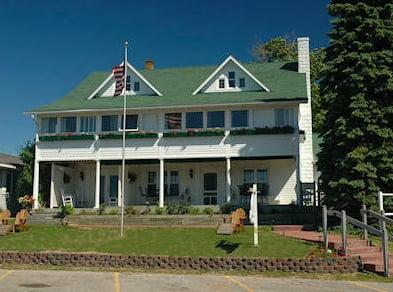 The Inn At Beulah Beach: 173 Lake St, Beulah, MI