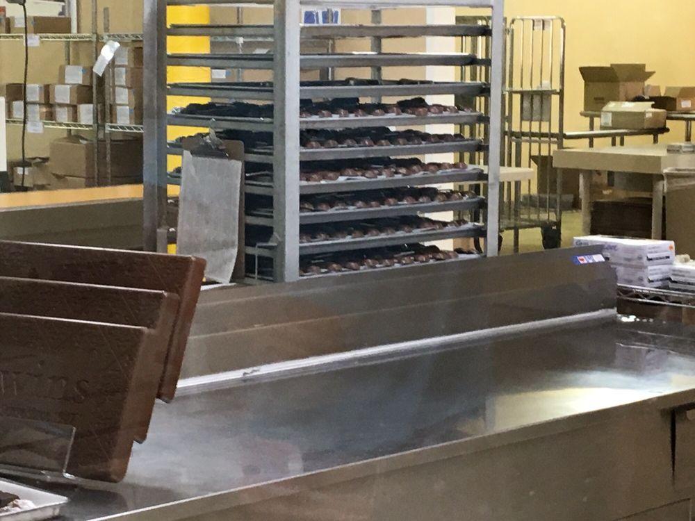 Kilwins Chocolate Kitchen: 1050 Bay View Rd, Petoskey, MI