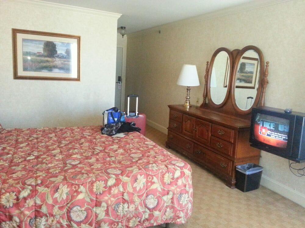 Lovely room 339 yelp for Cow hollow motor inn