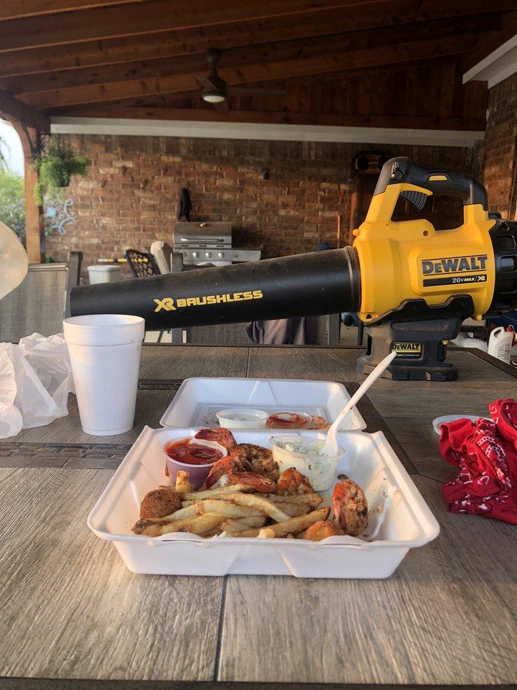 Ciro's Seafood: 4603 Interstate 30 W, Caddo Mills, TX
