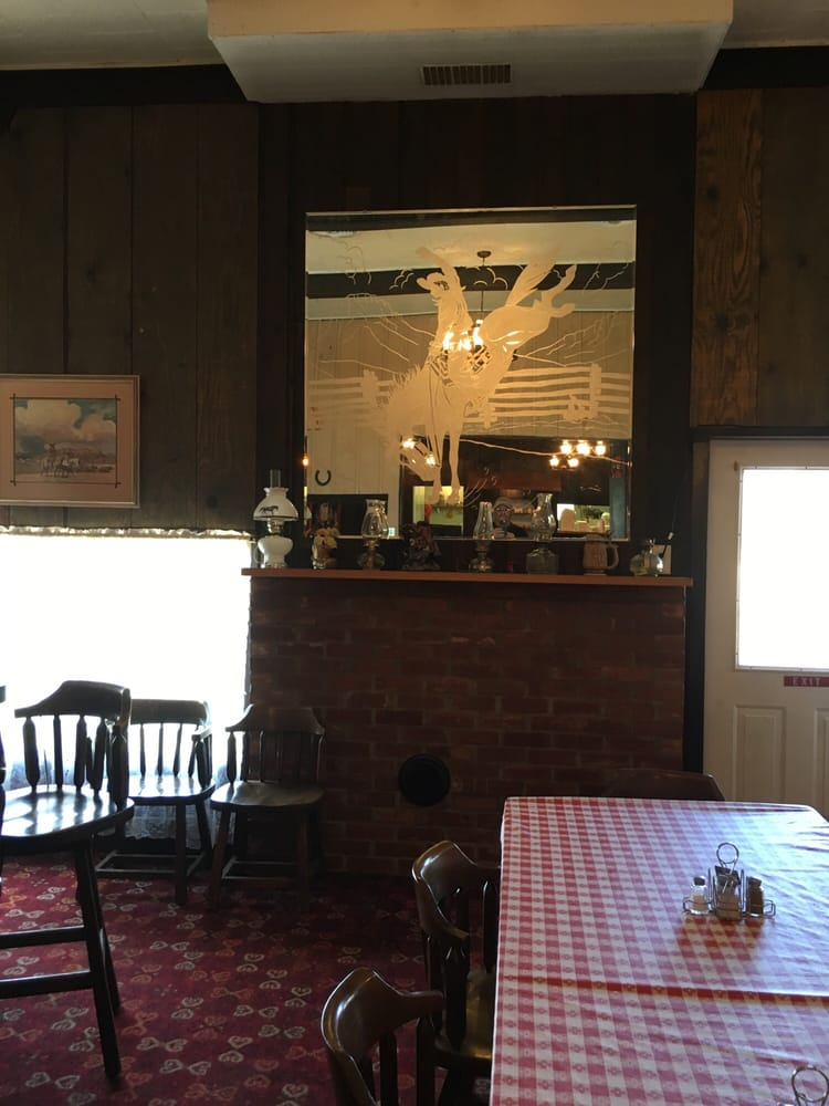 Village Barn Restaurant & Lounge: 410 Highway 20, Harrison, NE