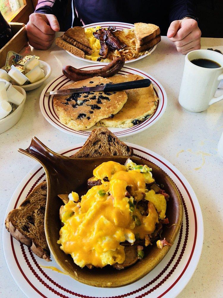 Peg's Countryside Cafe: 842 Hwy 55, Hamel, MN