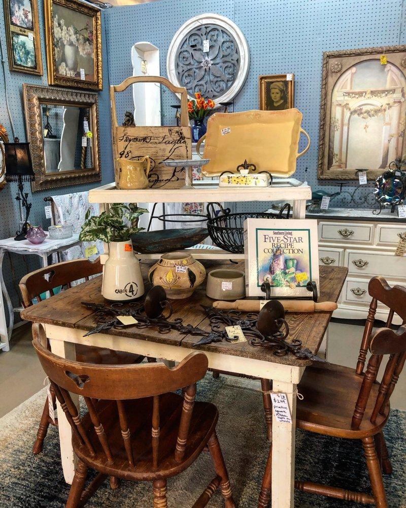 Ocean Springs Marketplace: 3509 Bienville Blvd, Ocean Springs, MS