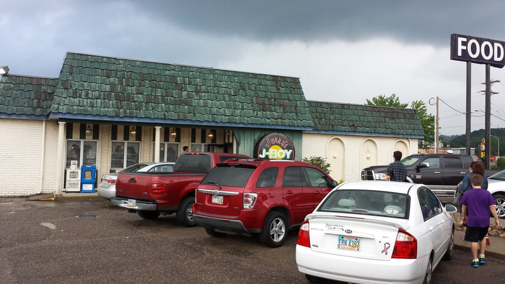 Jerry's Great American Restaurant: 101 W McCauley Dr, Uhrichsville, OH