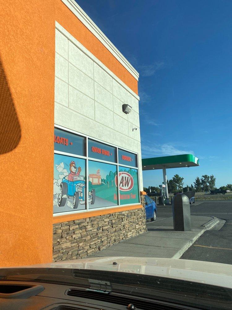 A&W Restaurant: 320 W Highway 26, Blackfoot, ID