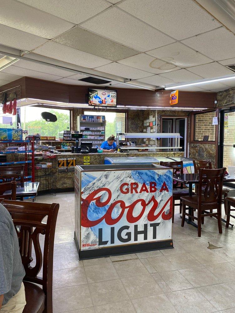 Primo's: 100-108 Mauritz Ave, Ganado, TX