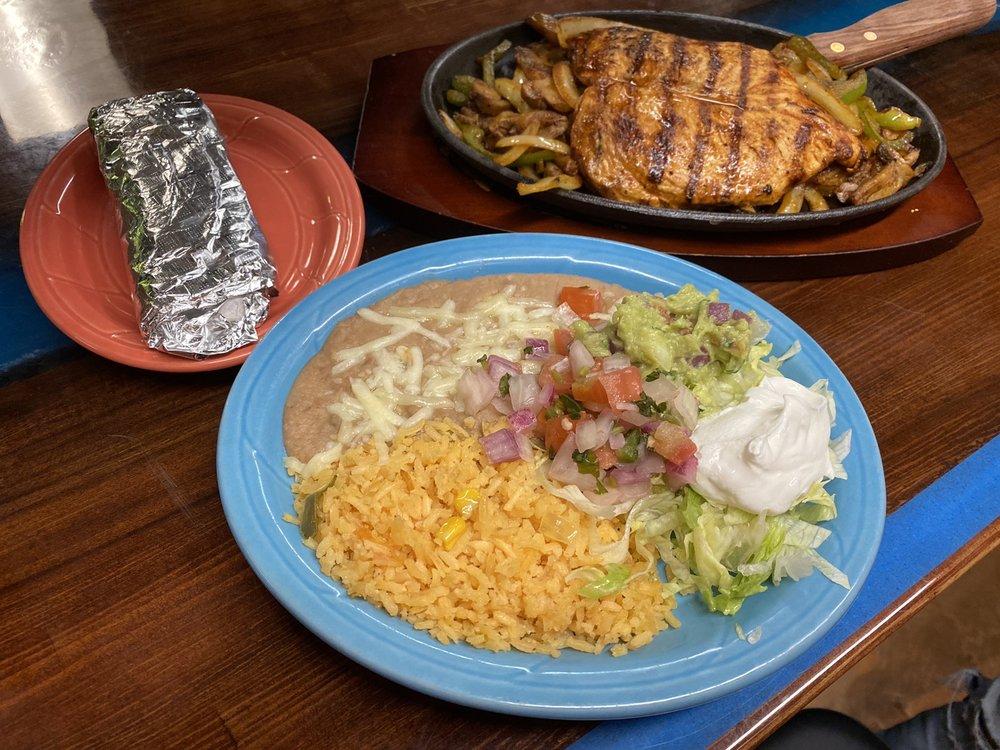Coco's Mexican Grill: 4884 LA-1, Raceland, LA