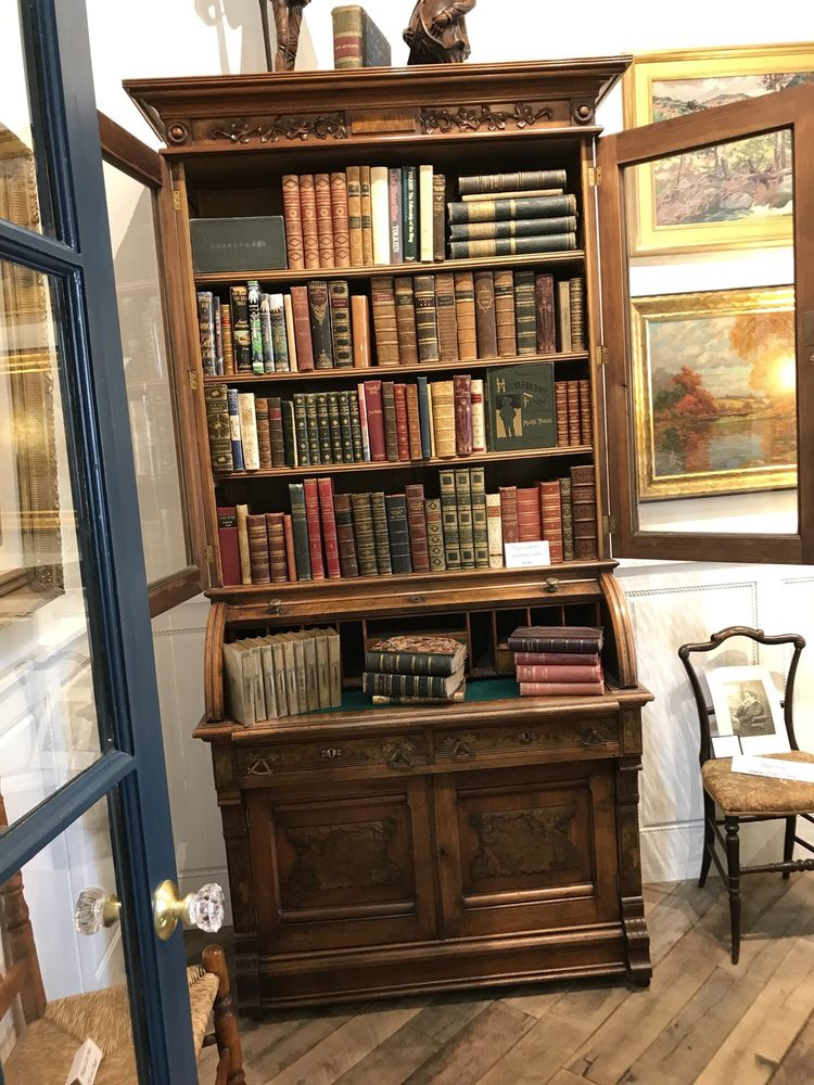 Social Spots from Moon's Rare Books