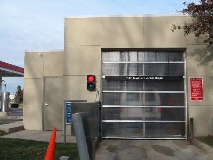 Gateway Exxon: 45601 Falke Plz, Sterling, VA