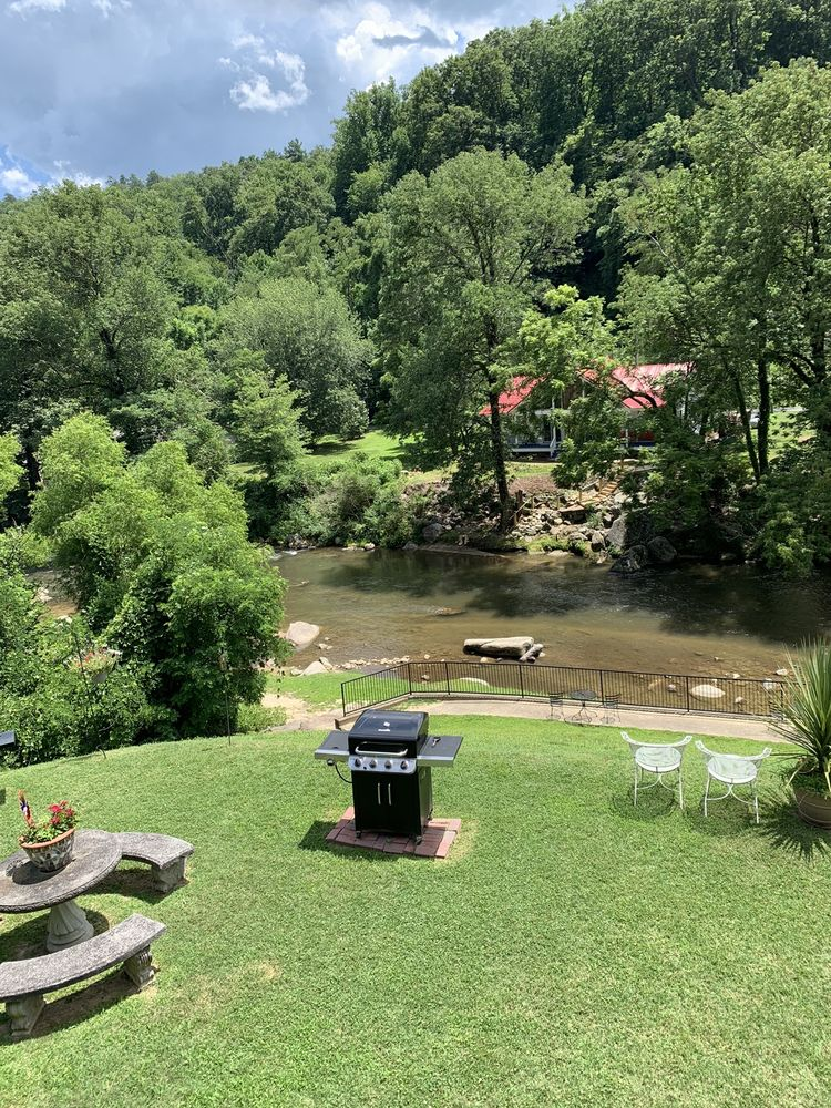 Carter Lodge: US 64-74 Hwy, Chimney Rock, NC