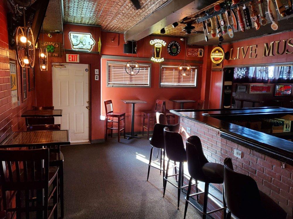 Hook's Pub: 318 N 4th St, Clinton, IA