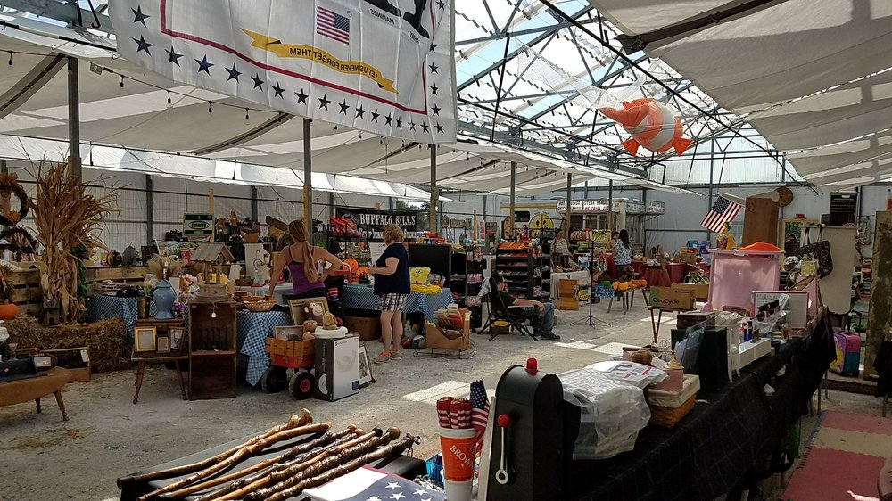 Finders Keeper Country Market: 11169 Louisville St, Louisville, OH