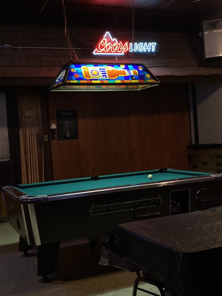 Whiskey Dixie's: 16 N Cone St, Farmington, IL