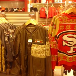 new concept 73980 50d9c 49ers Team Store - FERMÉ - 63 photos & 16 avis - Vêtements ...