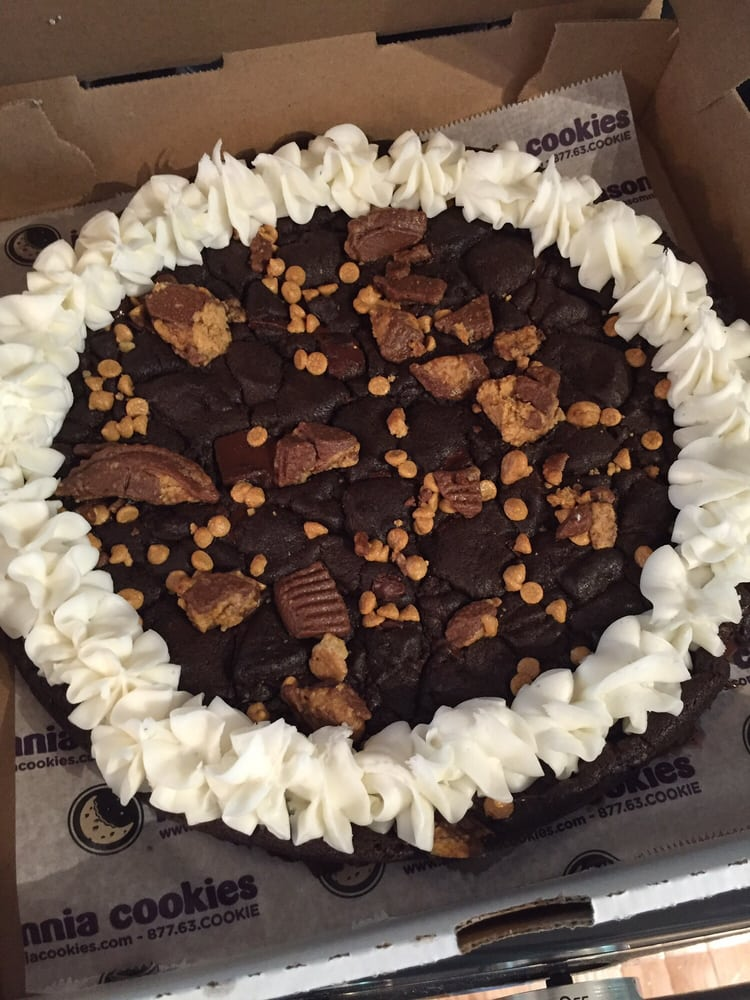 insomnia cookie cake chocolate chunk cookie cake with peanut butter 5161