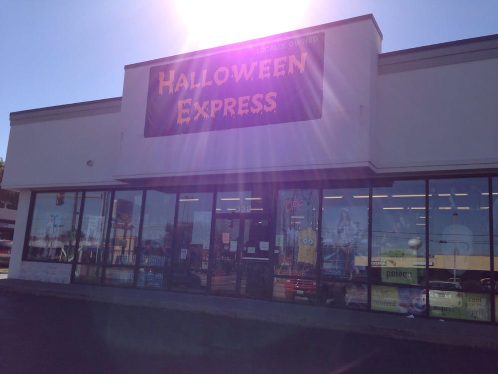 Halloween Express: 6104 N Illinois St, Fairview Heights, IL