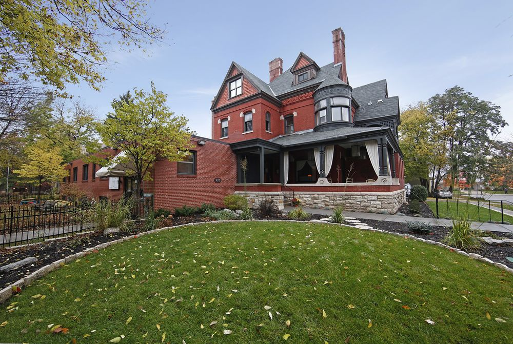 The New Victorian Mansion Bed and Breakfast: 325 Dayton Ave, Saint Paul, MN