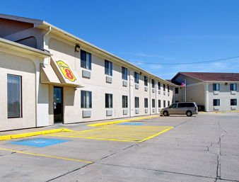 Super 8 by Wyndham O Neill NE: 106 E Highway 20, ONeill, NE