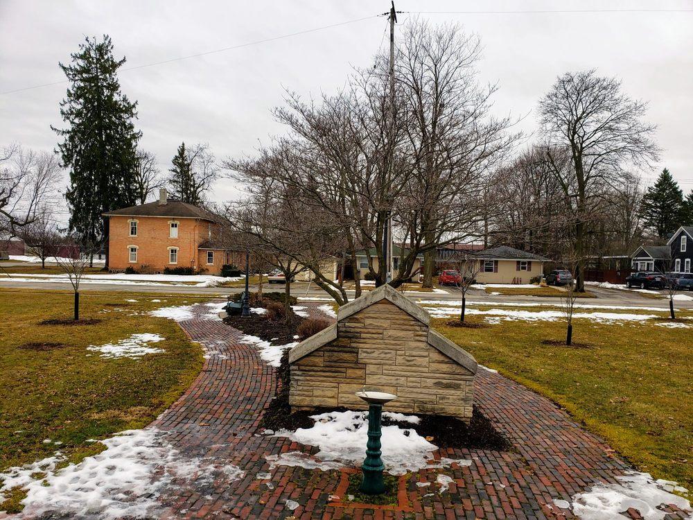 Hotrum Promenade Park: 100 W Shawnee St, Tecumseh, MI