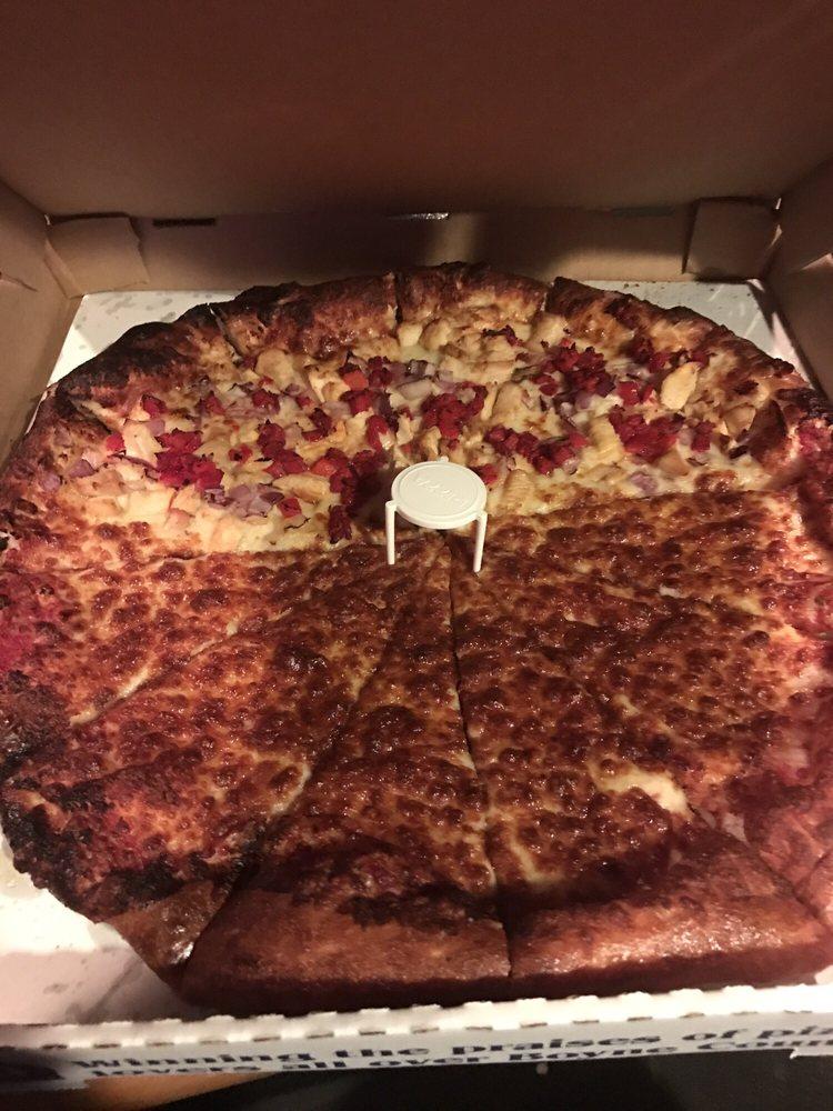 Trophy Room Pub & Pizzeria: 1 Boyne Mountain Rd, Boyne Falls, MI