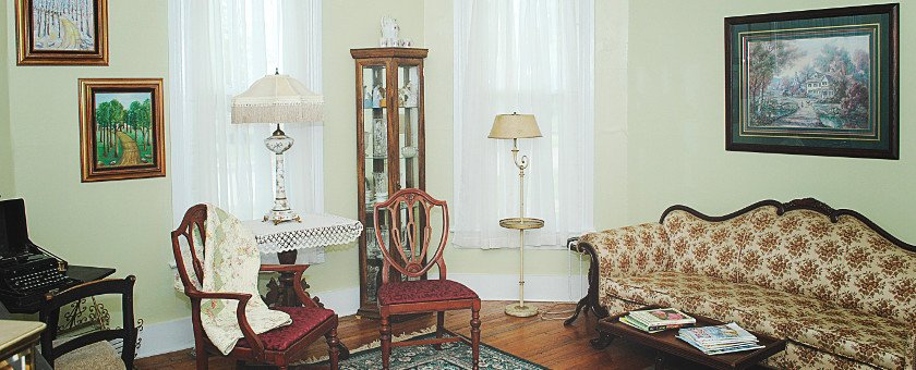 Pillow Street Bed and Breakfast: 305 W Pillow St, Clifton, TN
