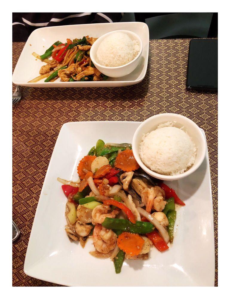 Tuk Tuk Thai Cuisine: 5 S Main St, Hanover, NH