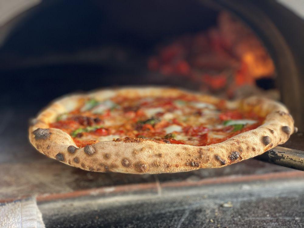 Freda's Pizza & Woodfired Kitchen: 2024 Ventura Blvd, Camarillo, CA