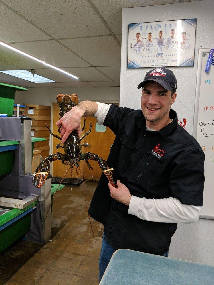 Lobster Maine-ia: 4280 Henninger Ct, Chantilly, VA