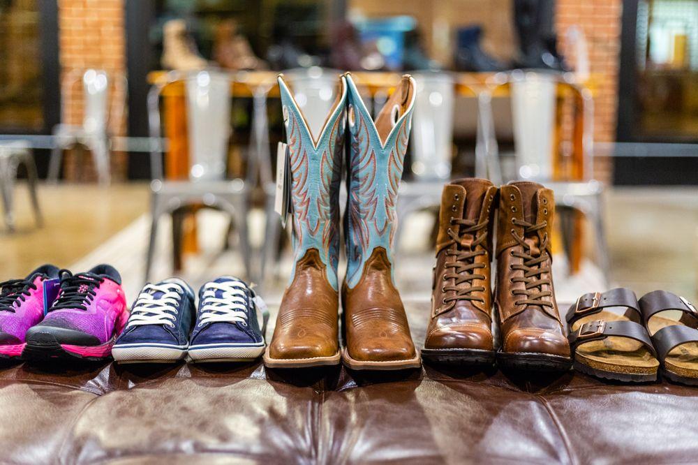 Crowe Boot & Shoe: 218 W Main St, Carlinville, IL